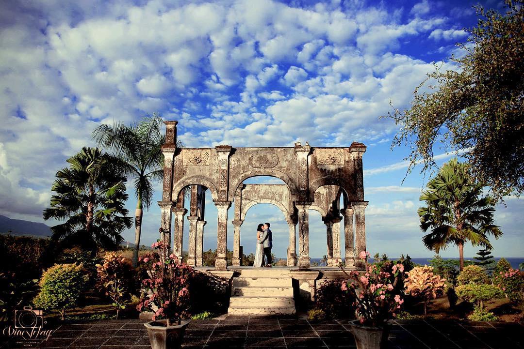 Foto Prewedding Jogja Dengan Lokasi Alam Dan Pegunungan: Taman Ujung Karangasem, Wisata Istana Air Lokasi Foto