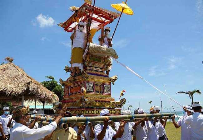 Macam-Macam Upacara Adat di Bali yang Terkenal dan Populer