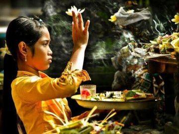 aktivitas ibadah masyarakat Hindu Bali