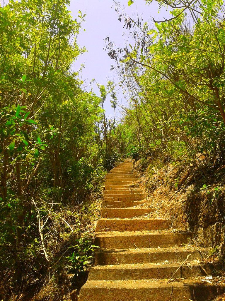 Anak tangga di Pulau Nyang Nyang 768x1024 » Pantai Nyang Nyang, Benar-benar Pantai Perawan yang Tersembunyi