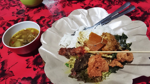 Babi Guling Bu Dayu Kuta, Kuliner Khas Bali dengan Citarasa yang Empuk dan Enak