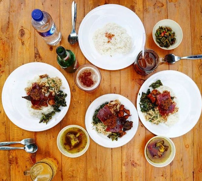 Kuliner Babi Guling Jero Kawan Munggu Favorit yang Ramah di Kantong