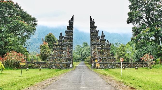 Bali Handara Gate 2 » Bali Handara Gate, Gerbang Berdesain Tradisional Bali yang Instragramable dan Ikonik di Buleleng