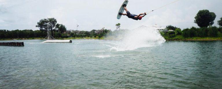 Bali Wake Park Denpasar Tawarkan Wahana Permainan Air Yang Asyik Wake Boarding Info Wisata Kintamani Bali