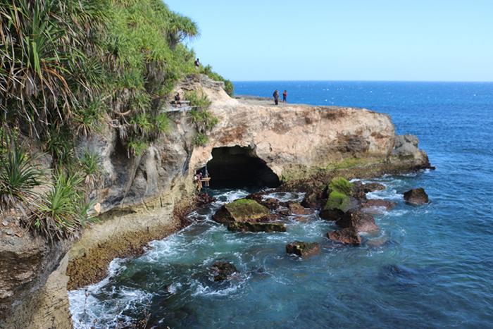 Batu Melawang Nusa Ceningan 2 » Wisata Unik Berkunjung ke Gua Sarang Walet di Batu Melawang Nusa Ceningan