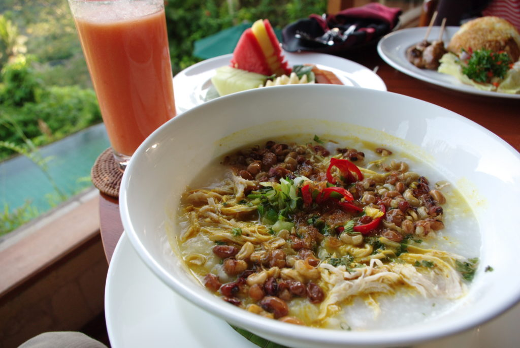 Bubur Mengguh Khas Buleleng, Kuliner Tradisional Mirip Bubur Ayam dari Bali