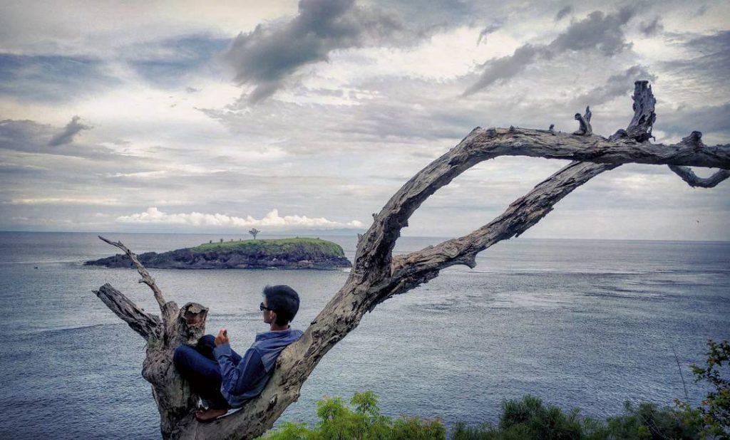 Bukit Asah Karangasem 4 1024x618 » Bukit Asah Karangasem, Suguhan Pemandangan Indah Hamparan Rumput Hijau dan Laut Biru