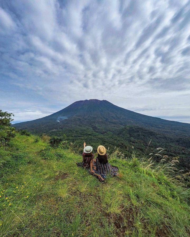 Bukit Cemara Karangasem yang Terkenal Sebagai Spot Asyik Menikmati Kemegahan Gunung Agung