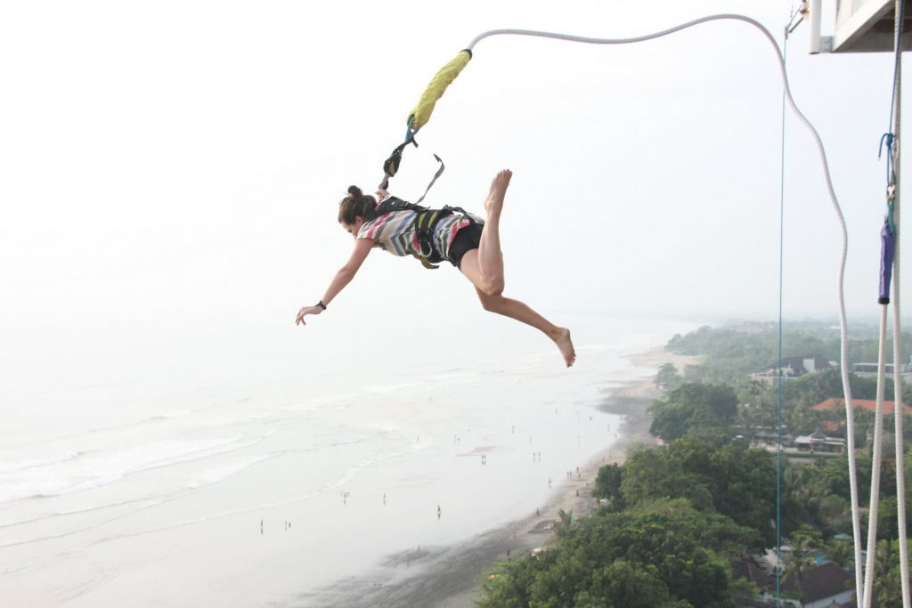 Bungee Jumping di Pantai Seminyak Bali 1024x683 » Pantai Seminyak Bali, Ada Apa Saja Sih di Sana?