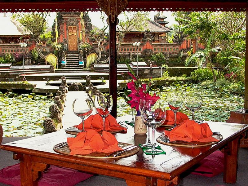 Cafe Lotus Ubud 1 » Menyaksikan Tarian Tradisional Bali di Cafe Lotus Ubud Berbalutkan Keindahan Taman Teratai