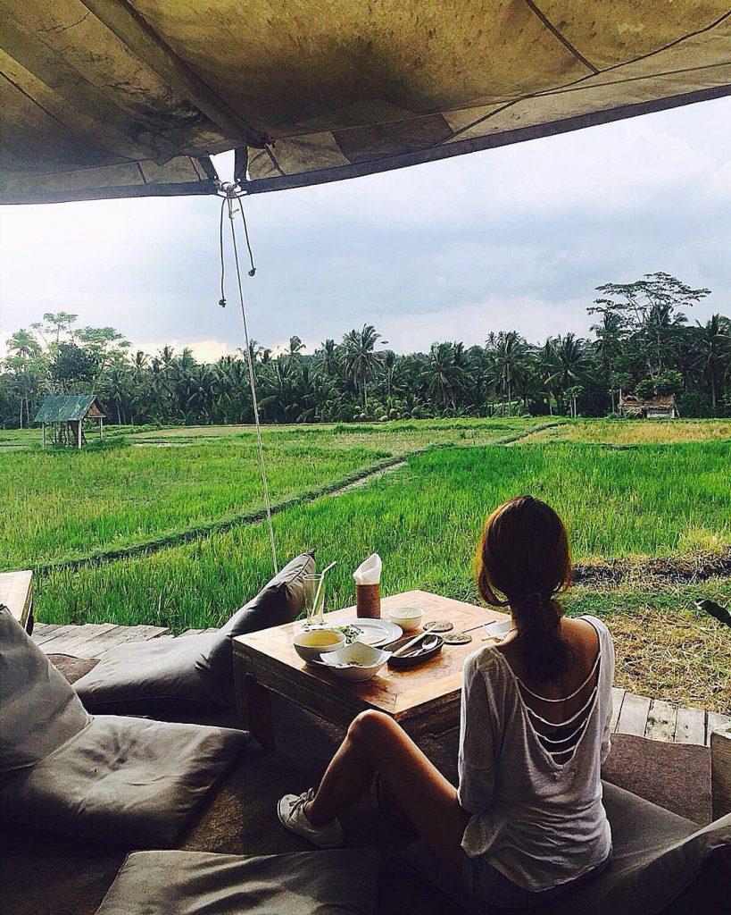 Cafe Pomegranate Ubud 3 819x1024 » Cafe Pomegranate Ubud, Kafe Unik Dikelilingi Sawah dan Pemandangan Alami