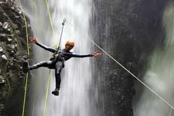 Canyoning di Air Terjun Gitgit 1 » Canyoning di Air Terjun Gitgit - Pilihan Aktivitas Menantang Adrenalin di Bali