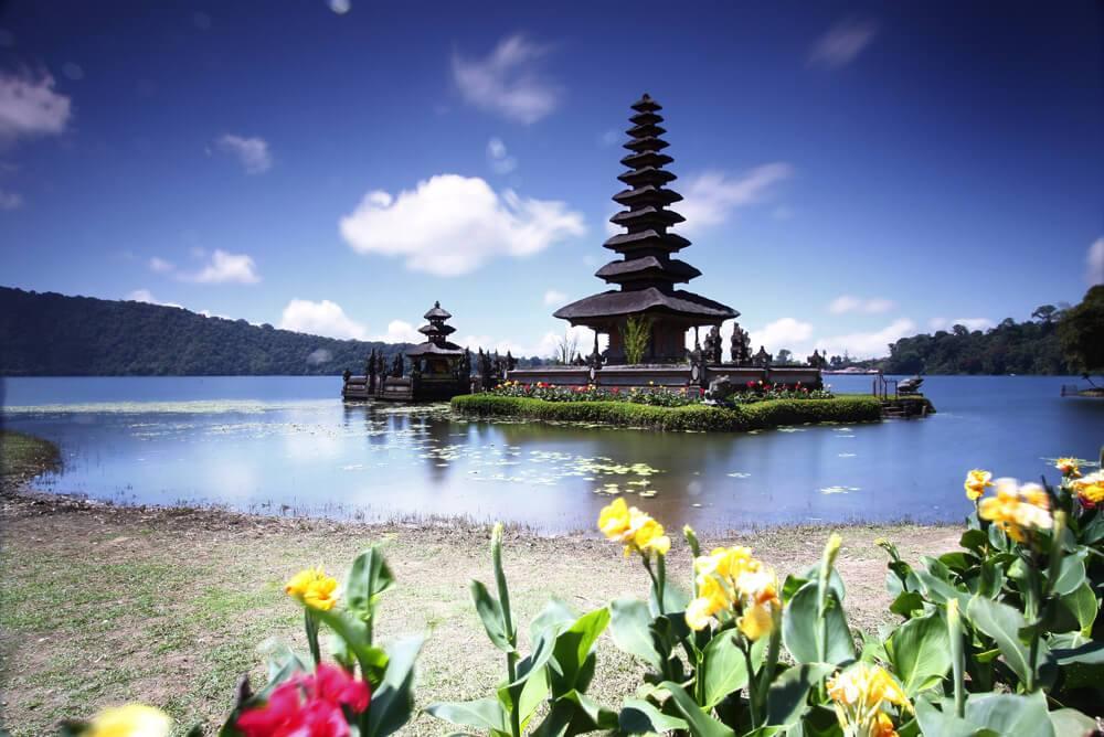 Danau Beratan Bedugul, Danau Eksotis yang Sekaligus Menyimpan Nuansa Religius