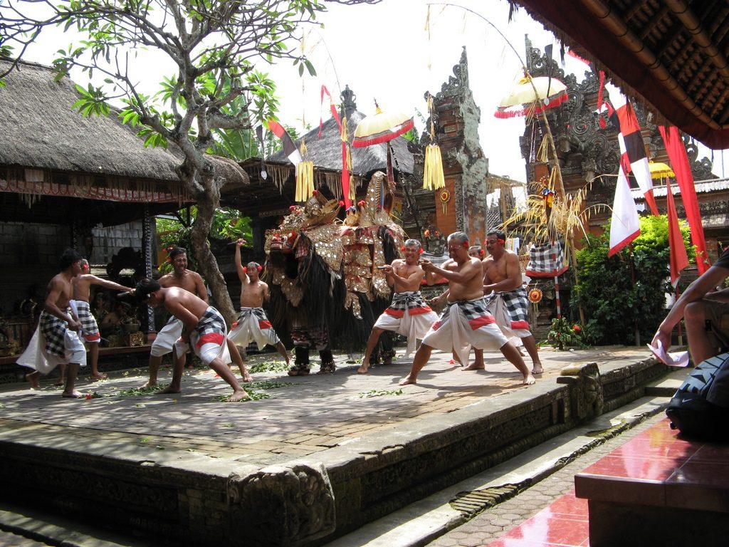 Desa Batubulan Gianyar 1 1024x768 » Desa Batubulan Gianyar, Dari Ukiran Khas Tradisional Hingga Tari Barong Bali Ada di Tempat Ini