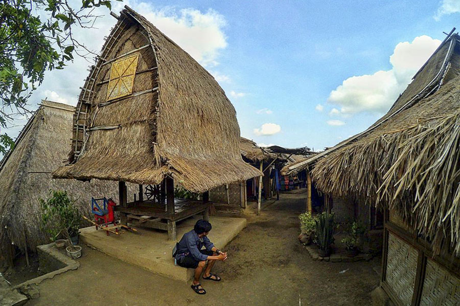 Desa Sade Lombok, Destinasi Wisata Budaya Wajib di Pulau Seribu Masjid