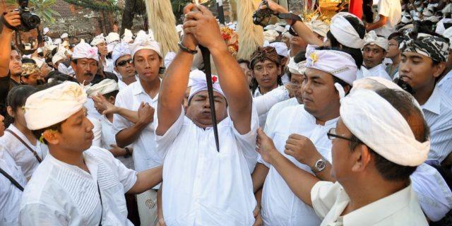Fenomena Kesurupan Massal di Bali dan Cara Mengatasinya