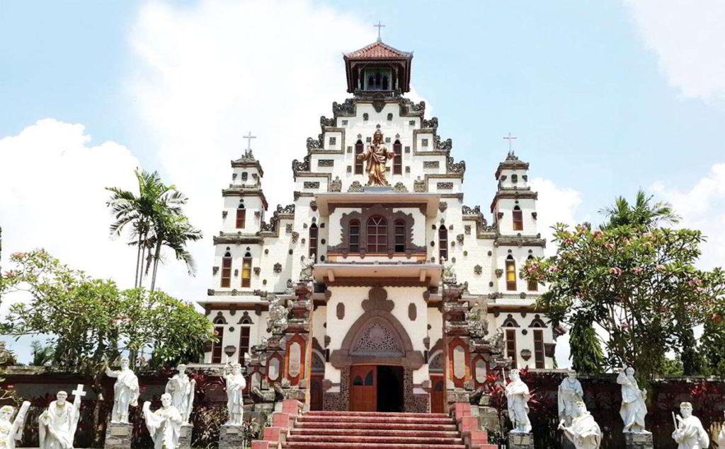Gereja Katolik Palasari 2 1024x635 » Wisata Anti-Mainstream di Bali, Menyaksikan Keunikan Gereja Katolik Palasari di Jembrana
