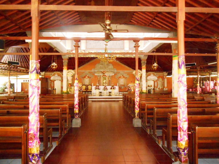 Gereja Katolik Tritunggal Maha Kudus Paroki