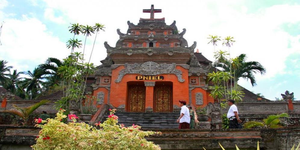 Gereja Pniel Desa Blimbingsari yang Unik, dengan Desain Arsitektur Layaknya Pura di Bali