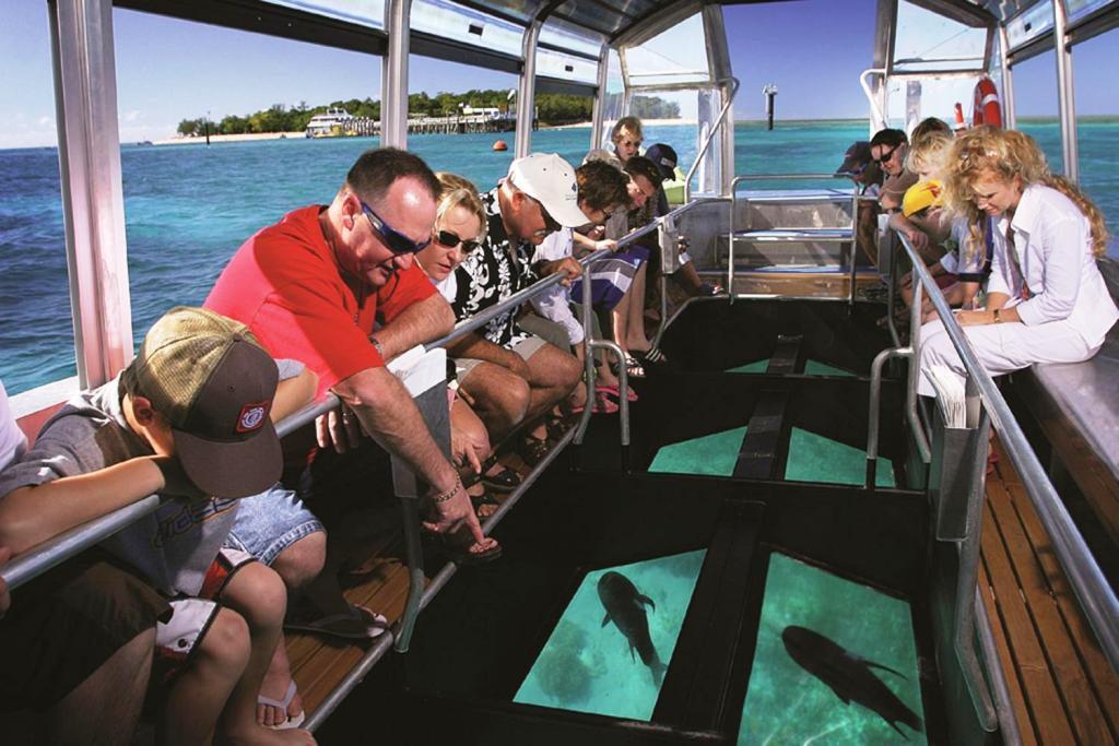 Glass Bottom Boat 1024x683 » 7 Aktivitas Menarik di Pantai Tanjung Benoa Bali yang Wajib Kamu Coba