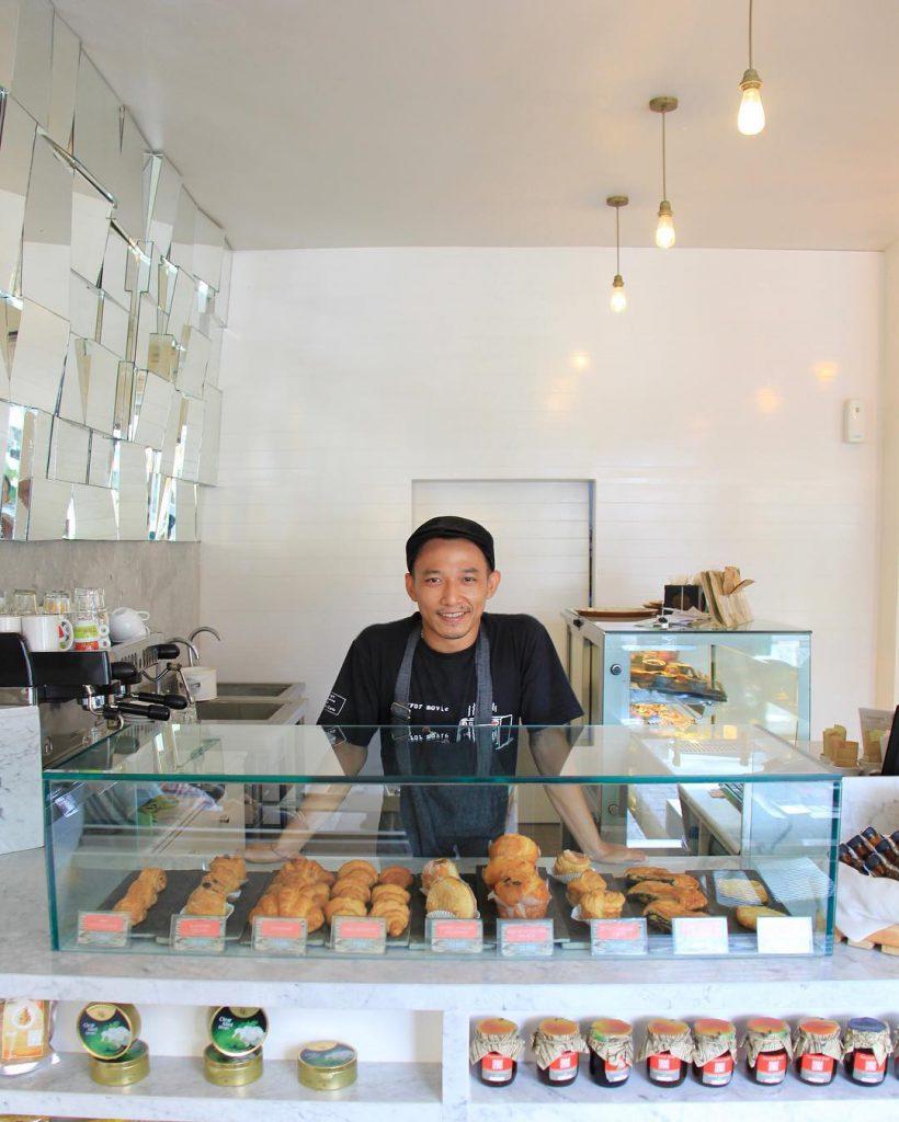 Gourmet Cafe Petitenget 1 820x1024 » Sajian Enak di Gourmet Cafe Petitenget, dengan Suasana Ruangan yang Cozy