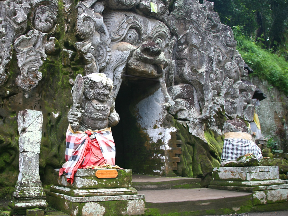 gua unik dan hits di Bali