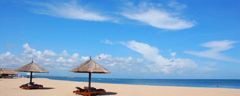 Hamparan pasir putih di Pantai Nusa Dua Bali