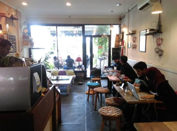 Helo Café Denpasar 2 » Helo Café Denpasar, Kafe Khusus untuk Pencinta Buku di Bali