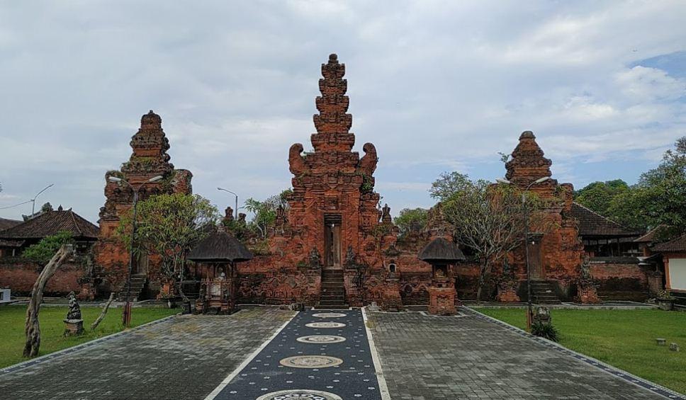 5 Rekomendasi Hotel Dekat Puri Agung Denpasar