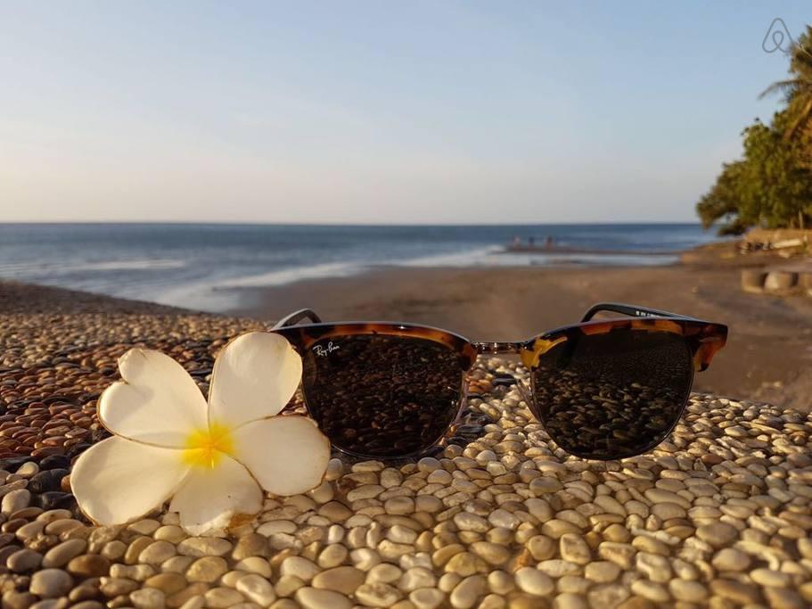 Hotel Pantai Mas Lovina, Penginapan Murah yang Menawarkan Pantai Pribadi Cantik