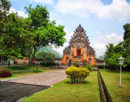 Istana Tampak Siring 1 415x325 » Istana Tampak Siring, Destinasi Wisata Sejarah Eksotis di Bali