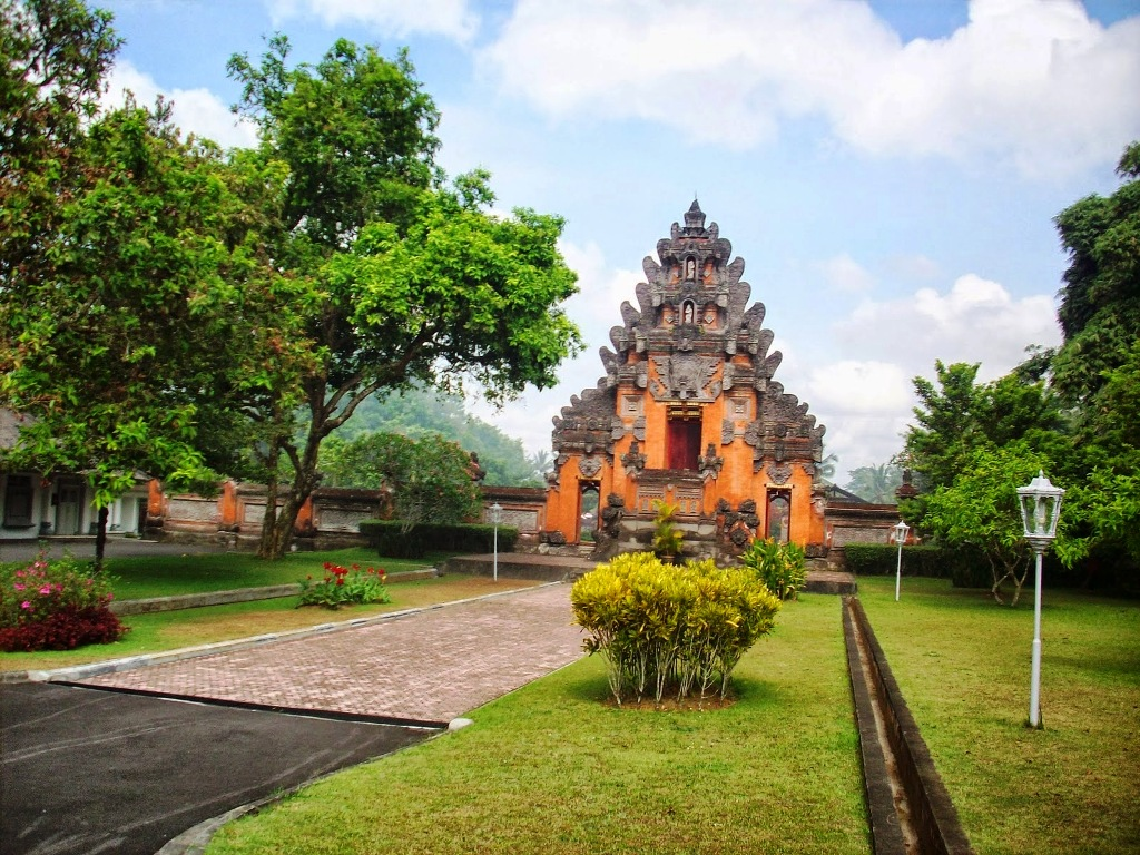 Istana Tampak Siring 1 » Istana Tampak Siring, Destinasi Wisata Sejarah Eksotis di Bali