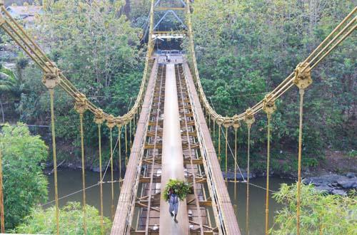Jembatan Gantung Kuno Lembar 3 » Jembatan Gantung Kuno Lembar, Jembatan Layang Tua Peninggalan Belanda yang Begitu Kokoh di Lombok