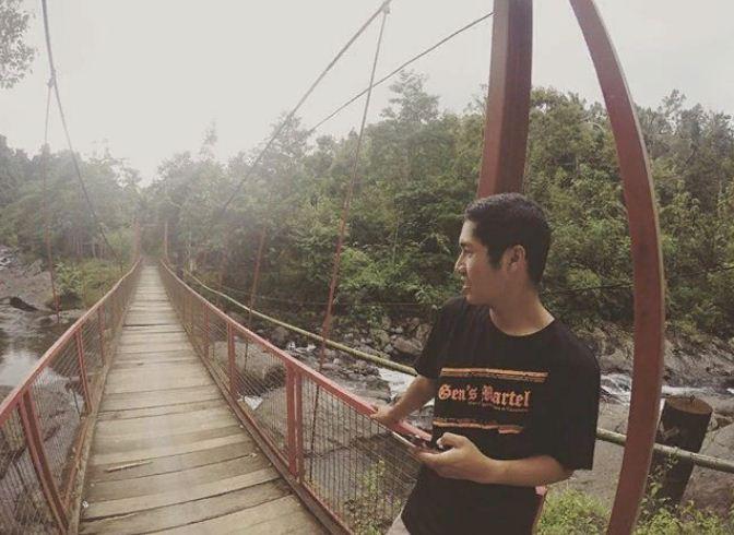 Jembatan Sungai Gelar Jembrana yang Menjadi Destinasi Wisata Kekinian dan Instagramable Murah Meriah