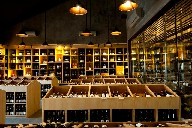 Kafe Vin Seminyak 1 » Kafe Vin+ Seminyak, Sajian Wine dengan Suasana Ruangan Berarsitektur Tradisional
