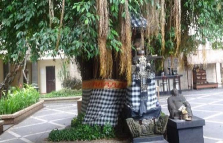 Kain Kotak-Kotak Hitam Putih di Bali