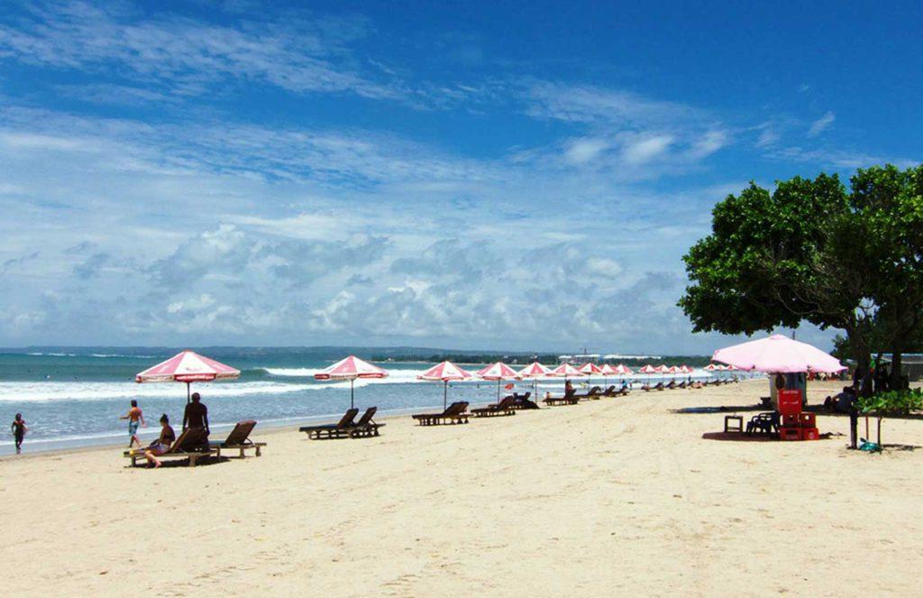 Keindahan Pantai Kuta Bali yang sanggup menarik ribuan wisatawan setiap tahunnya 1024x663 » Keindahan Pantai Kuta, Pesona Pantai yang Tak Lekang Waktu