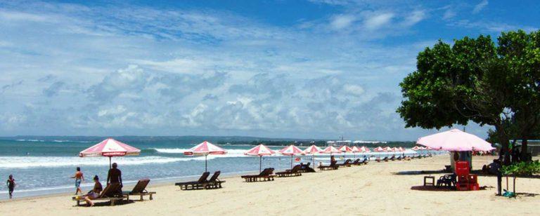 Keindahan Pantai Kuta Bali yang sanggup menarik ribuan wisatawan setiap tahunnya