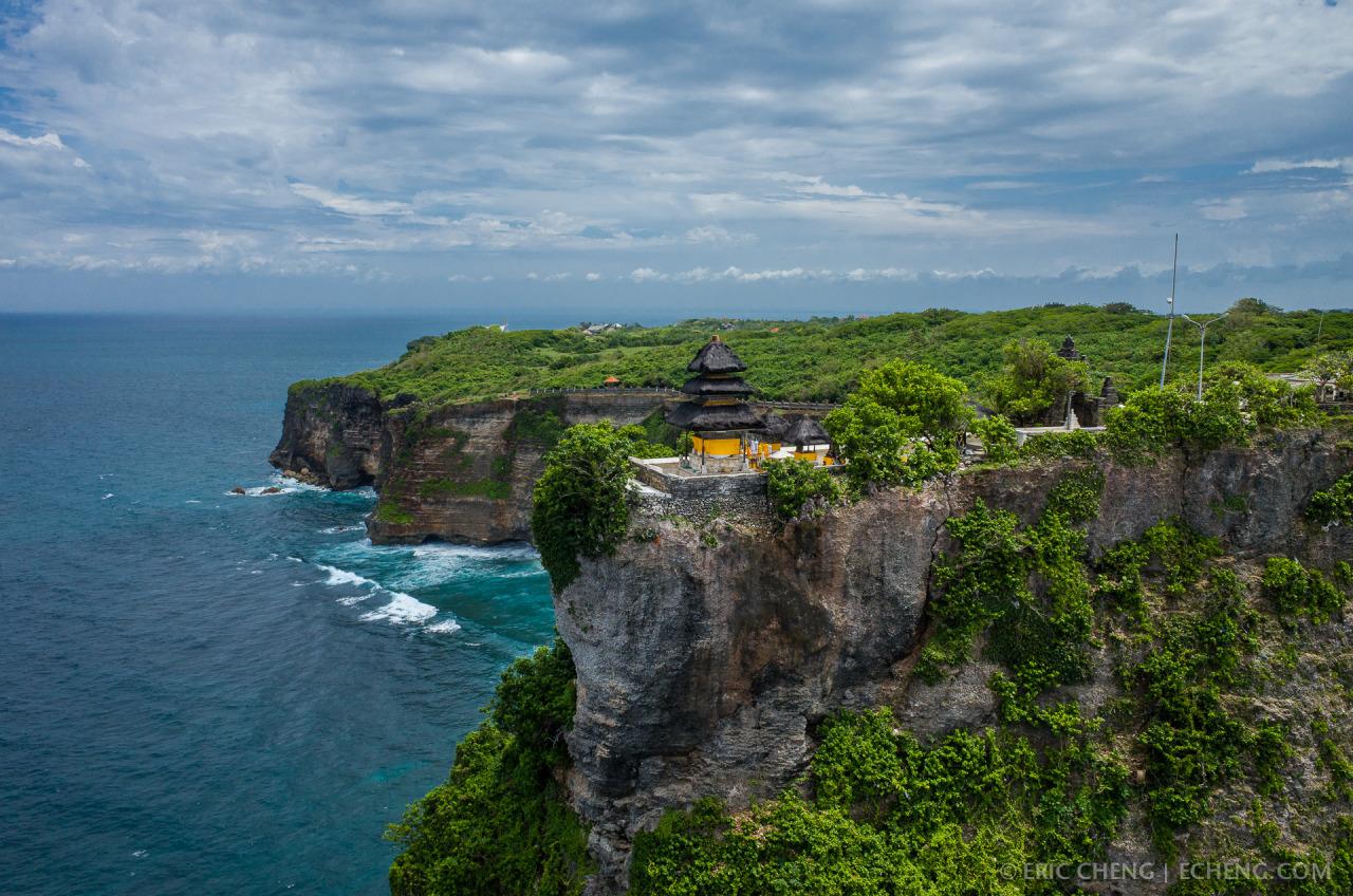Pura Luhur Uluwatu, Pura Cantik dengan Pemandangan Laut yang Indah