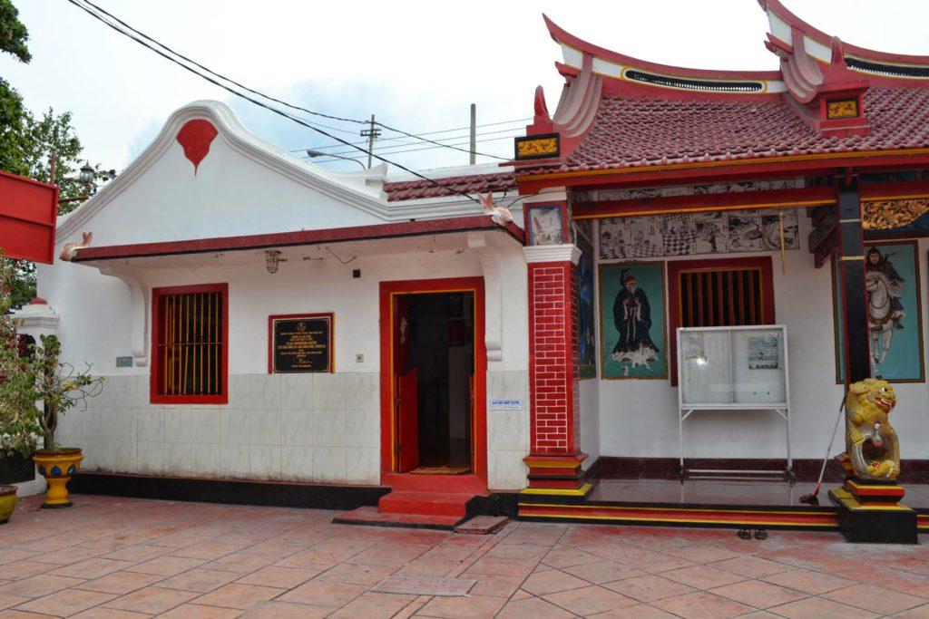 Klenteng Ling Gwan Kiong Singaraja 3 1024x683 » Klenteng Ling Gwan Kiong Singaraja, Klenteng Tua Dengan Arsitektur Unik di Tepi Laut   Buleleng