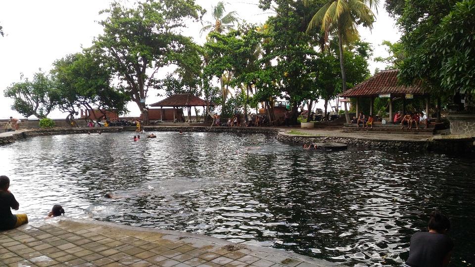 Kolam Renang Alami Air Sanih, Pilihan Tempat Berendam yang Cantik di Tepi Pantai Lovina