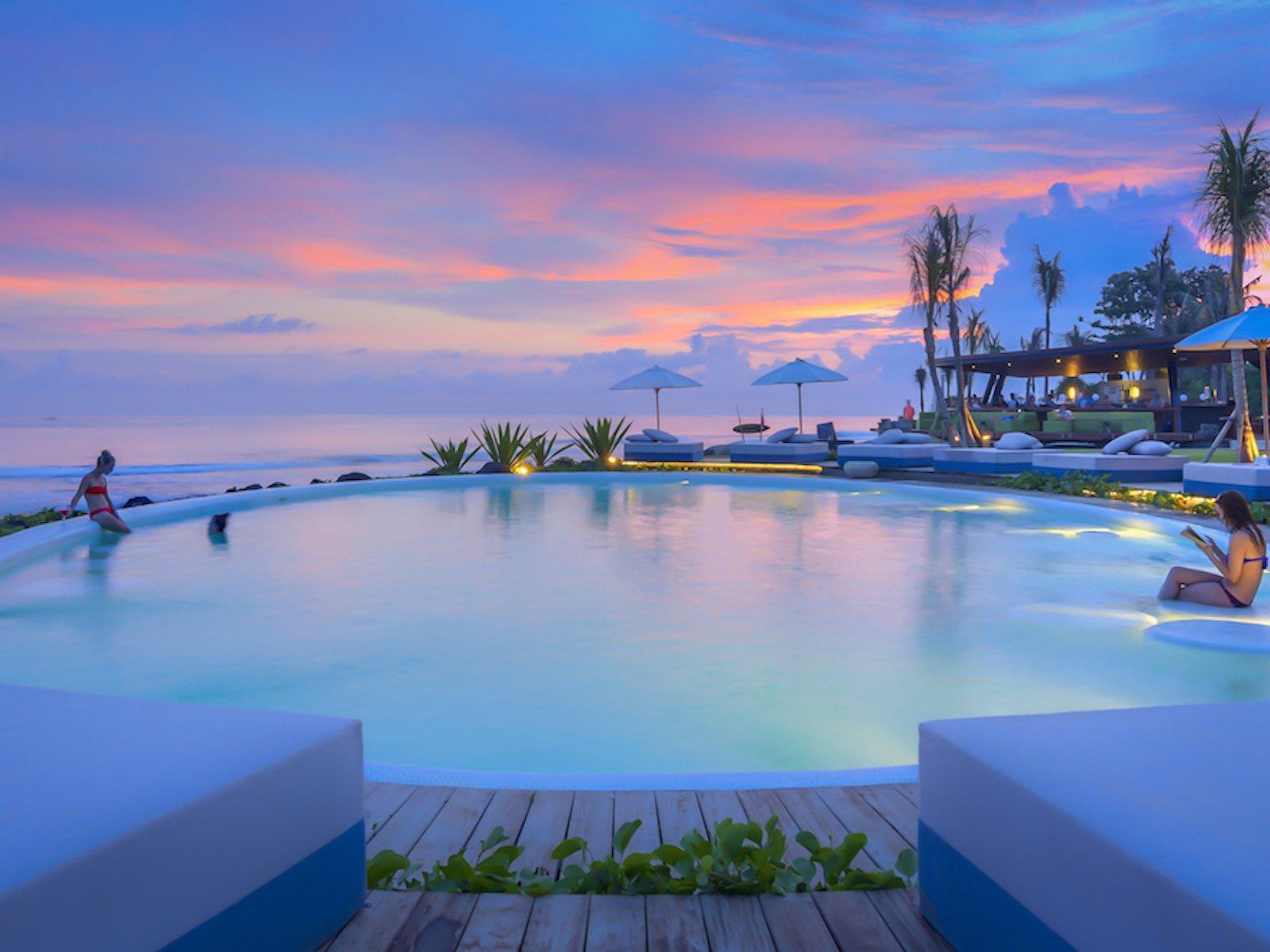 Komune Beach Club Gianyar, Bersantai Sembari Menikmati Keelokan Pantai Keramas
