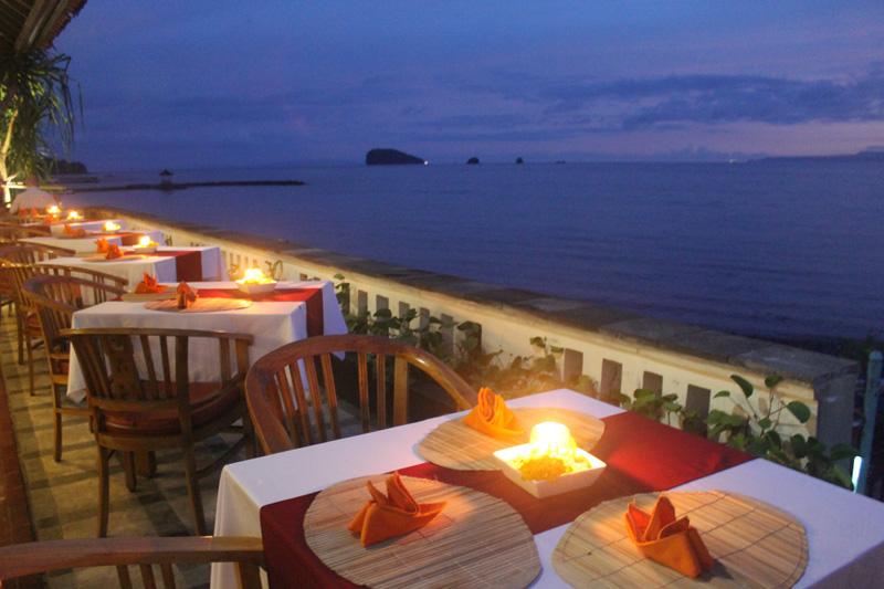 Lezat Beach Restaurant Candidasa, Nuansa Tradisional dan Kehangatan Bali Bisa Ditemukan di Sini