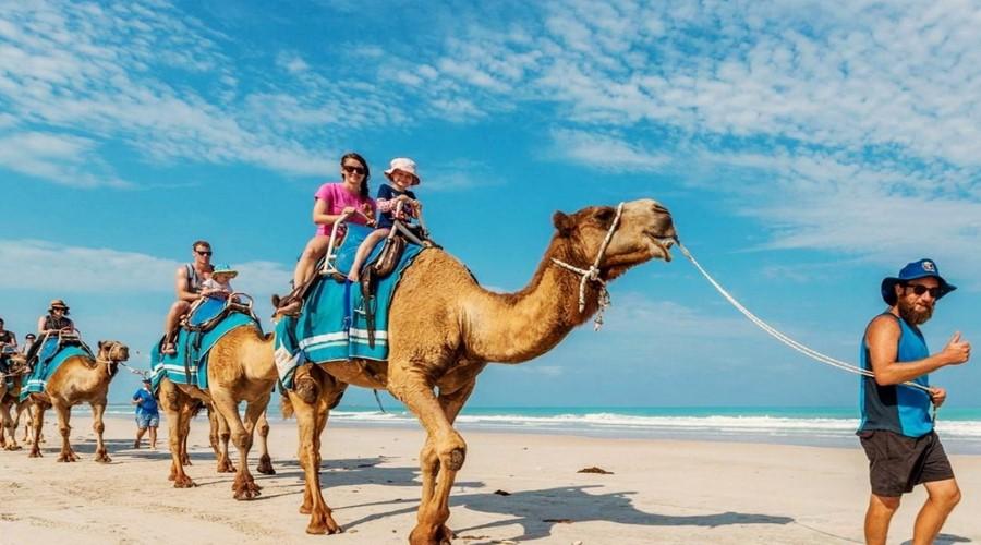 Liburan ke Pulau Bali 1 » Cara Asyik Menikmati Liburan ke Pulau Bali, Naik Kuda, Gajah, dan Unta!