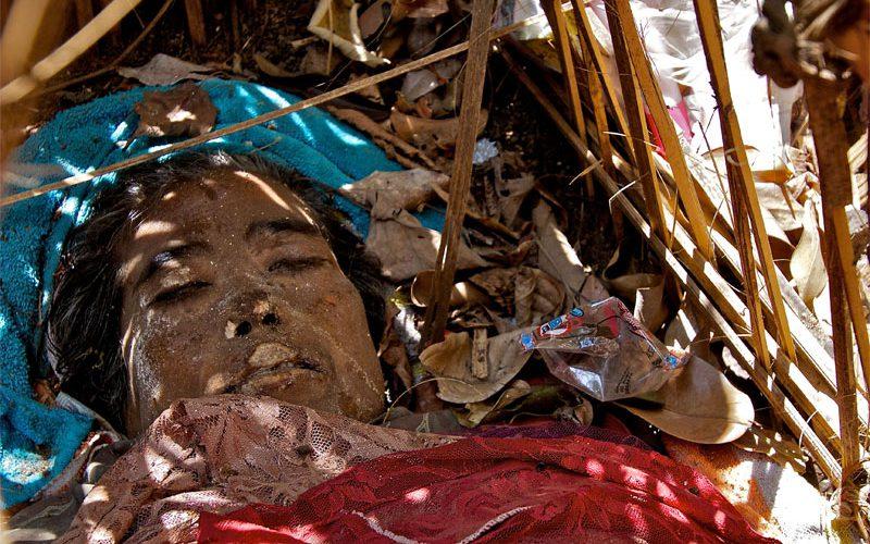 Mayat mepasah di Desa Trunyan Bali