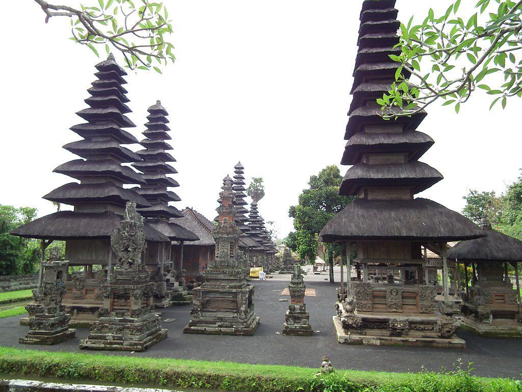Meru yang bisa dijumpai di dalam kompleks Pura Taman Ayun Bali 1024x768 » Pura Taman Ayun Bali, Pura Bersejarah dengan Pemandangan yang Memukau