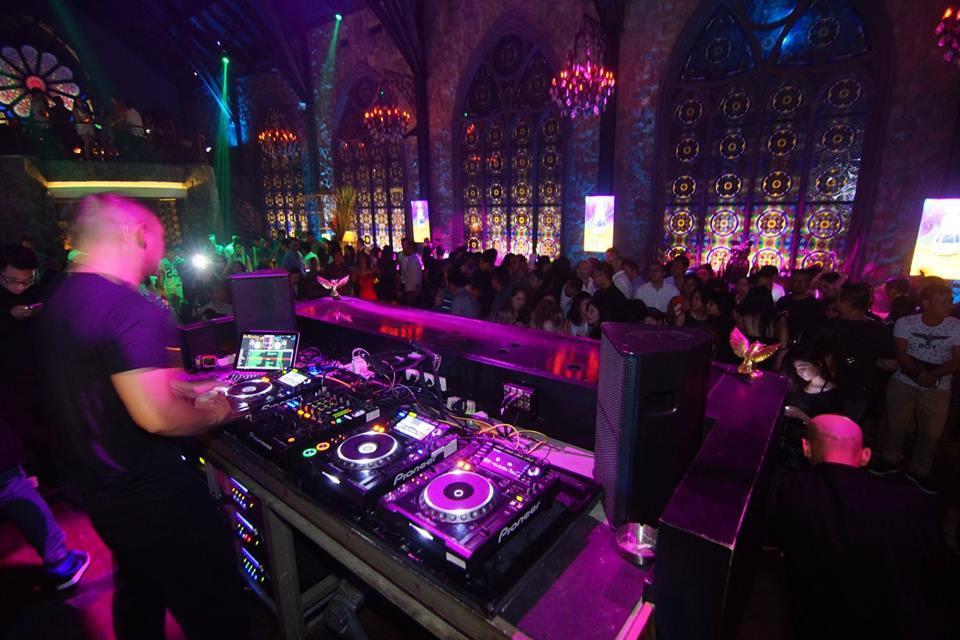 Mirror Lounge Club Seminyak, Pilihan Tempat Hiburan Malam yang Mewah di Bali