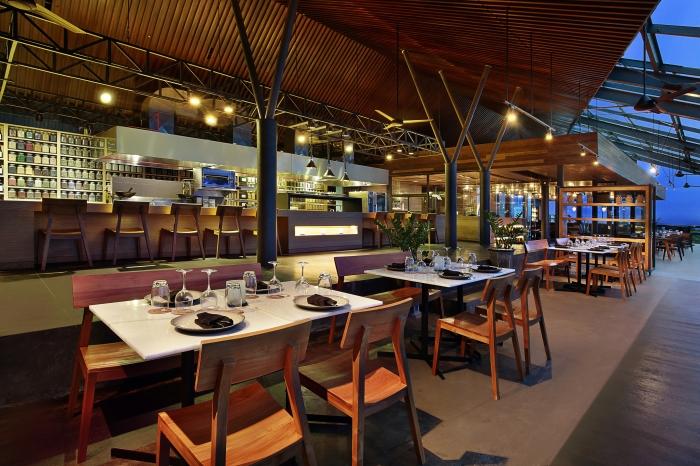 Moonlite Kitchen and Bar Seminyak 1 » Moonlite Kitchen and Bar Seminyak, Kafe Romantis dengan Area Rooftop Memukau