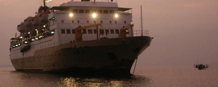 Naik Kapal Pelni KM Awu