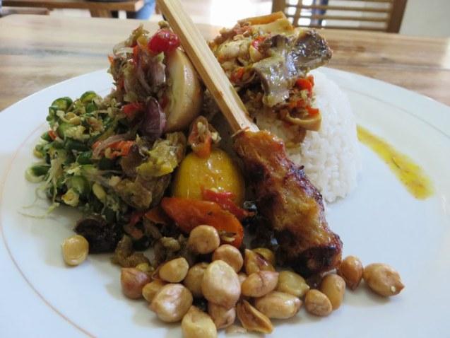 Nasi Ayam Ibu Oki Jimbaran 3 » Nasi Ayam Ibu Oki Jimbaran, Kuliner Pinggir Jalan yang Menjadi Makanan Favorit di Bali